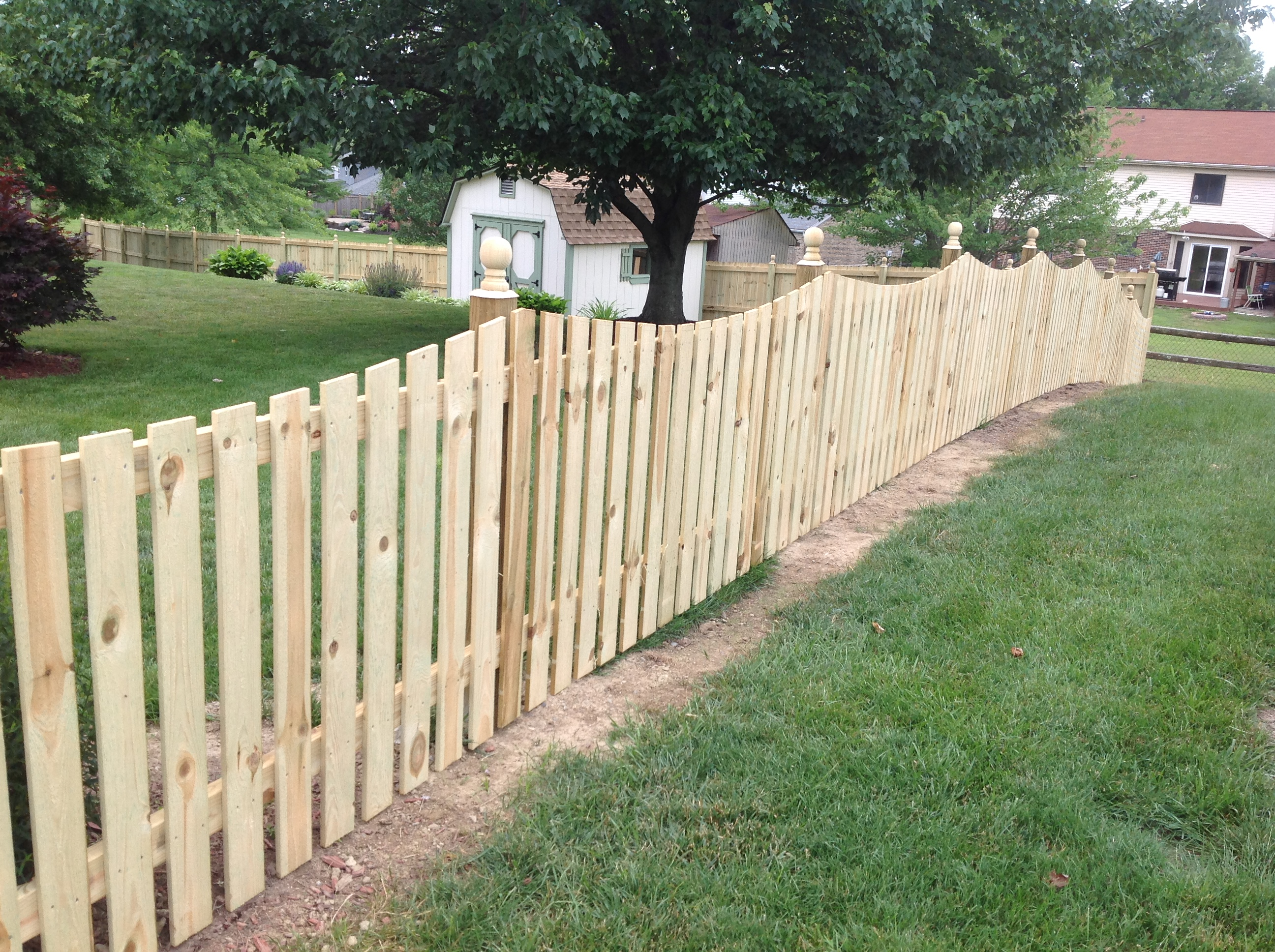 Wood scallop picket fence nky lexington cincinnati